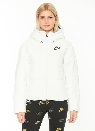 Nike Mont Krem